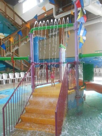 Holiday Inn Express South: play area at the pool