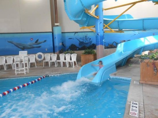 Holiday Inn Express South : waterslide fun