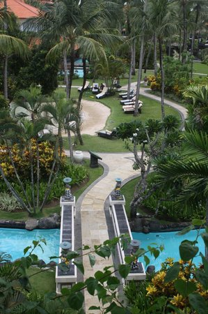 The Laguna, a Luxury Collection Resort & Spa : Lovely grounds