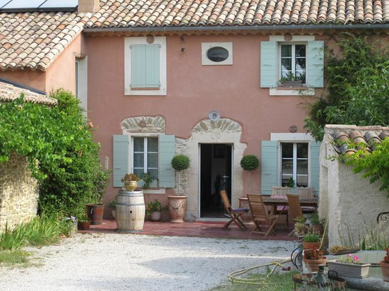 Amour Provence: front of property
