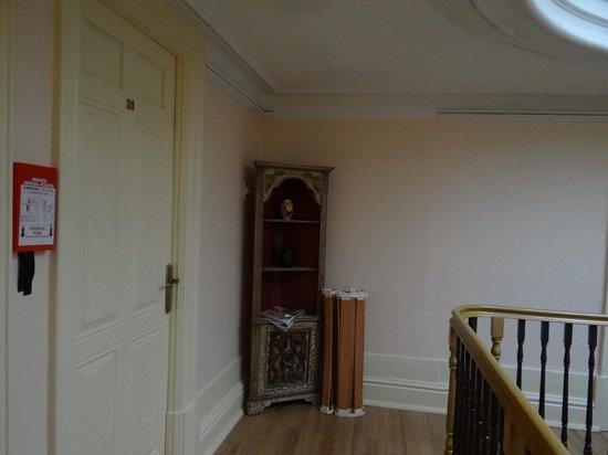 Pedra Iberica: Top floor corridor