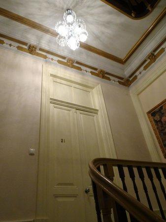 Pedra Iberica: 2nd floor corridor