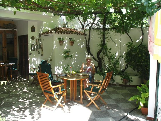 La Posada Real: The patio