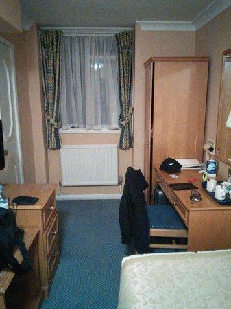 Best Western Burns Hotel Kensington: clean room great location