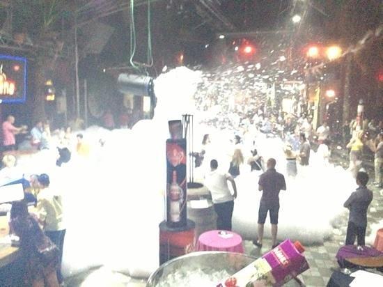 Club Areena: foam party