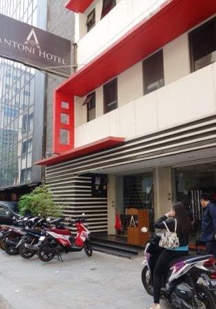 Antoni Hotel: ホテル入口
