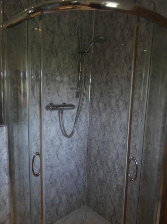 Caorunn House: Das Familienzimmer: Die Dusche