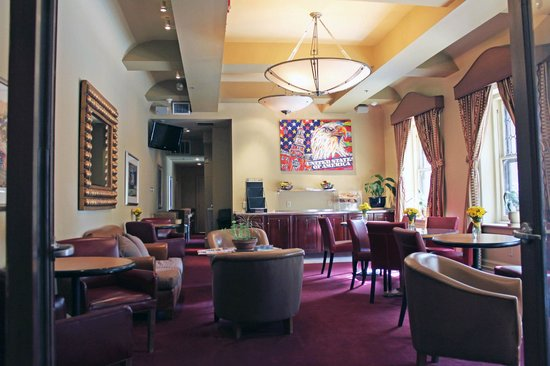 Alexander Inn : Breakfast and common room