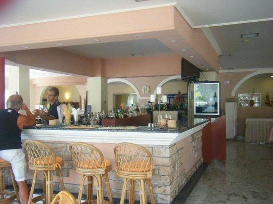 Odysseus Hotel: The bar area