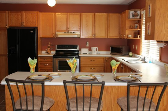 Woodland Gardens Bed and Breakfast: Fully equipped guest kitchen