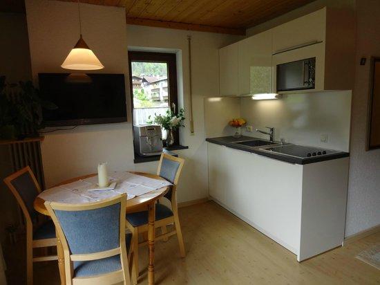 AlpenApart Haus Engstler: Küche mit Essplatz Top 2