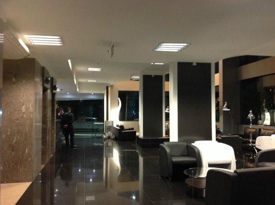 O belo hall de entrada foto de prix hotel passo fundo for Prix de hotel