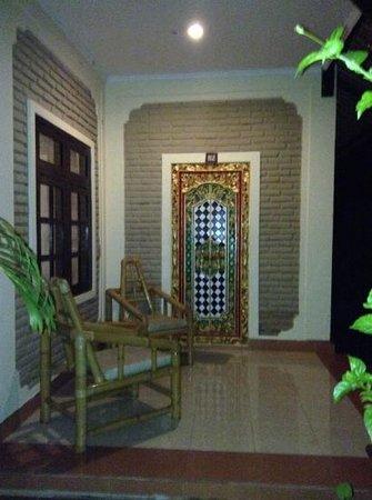 Aneka Lovina Beach Hotel: entrée