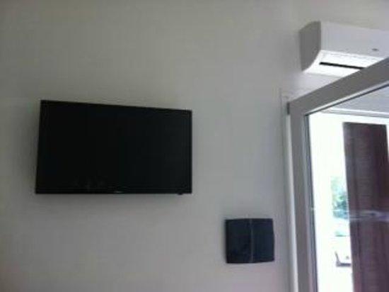 Centro Vacanze Oriente: TV + Clima