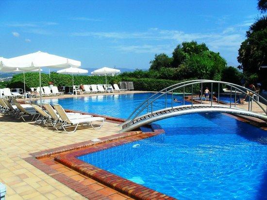 Divani Corfu Palace: Il ponticello della piscina