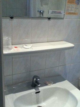 Grand Hôtel de la Poste : Salle de bain