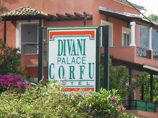 Divani Corfu Palace: Insegna stradale