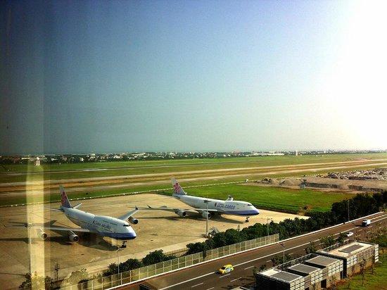 Hotel Novotel Taipei Taoyuan International Airport: vue de la chambre