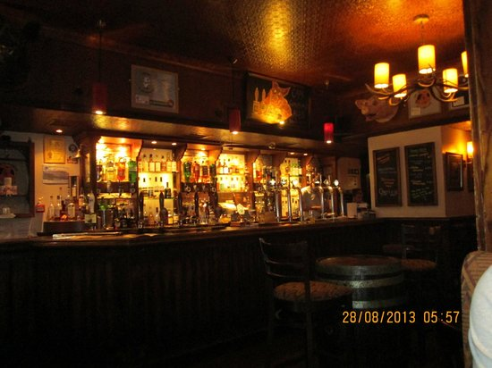 The Grog & Gruel : Inside the ale house - very cosy