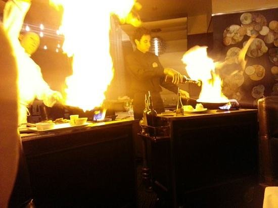 Atlantis Steakhouse at Atlantis Casino Resort Spa: duel of steak Diane and shrimp scampi