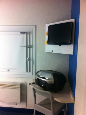 hotelF1 Nimes ouest : Nice TV and properly closed window