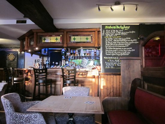 The Anglesey Arms: dentro