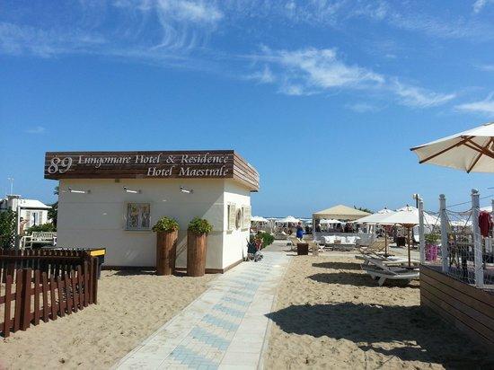 Suite Hotel Maestrale: Spiaggia le palme 88/89
