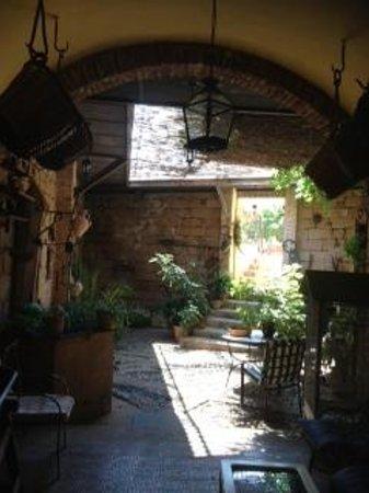 Hotel Palacio Guzmanes: bonito patio interior
