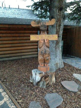 Cowboy Village Resort: Grounds totem poll