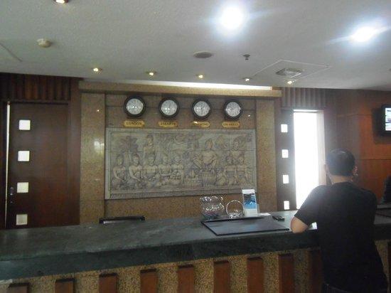 Mercure Jakarta Kota : Hotel's front desk