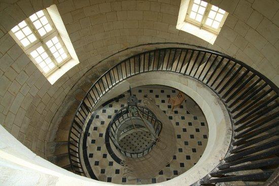 Phare de Cordouan : L'escalier qui mène à la lanterne : une prouesse technique en soi