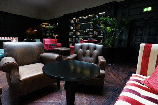 Starhotels Savoia Excelsior Palace: Library