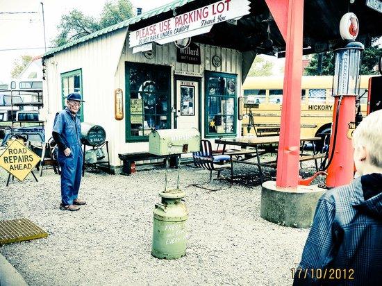 Shea's Gas Station: Sheas - the man himself