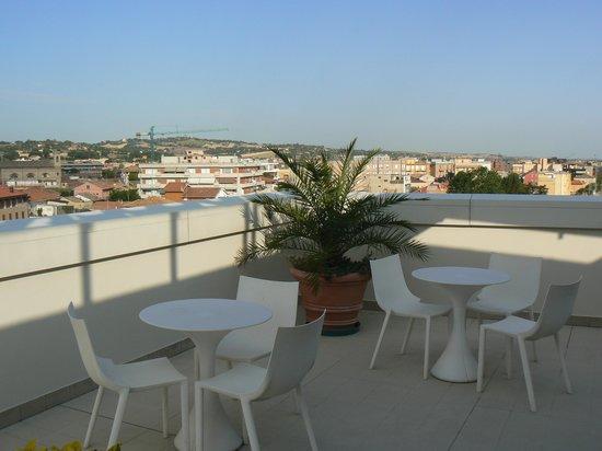 Hotel Duchi della Rovere: terrazza/piscina