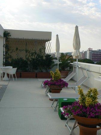 Hotel Duchi della Rovere: terrazza/piscina2
