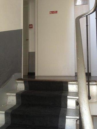 Hotel Le Villiers : Stairway