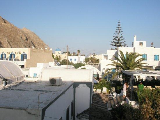 Roula Villa: vue du balcon sur la ville