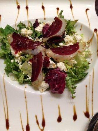 La Loggia GastroBar: ensalada de jamon de pato y queso de cabra