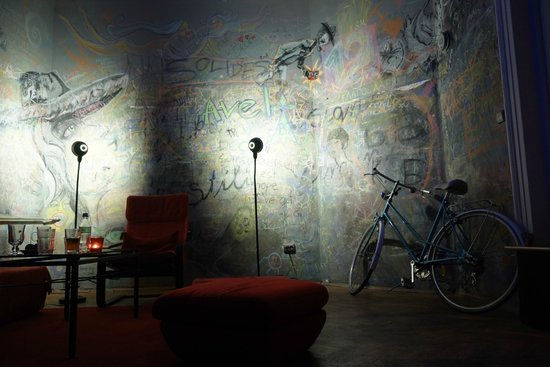 The Apartment : A very nice place to have fun, meet people or spend an eve with your lover
