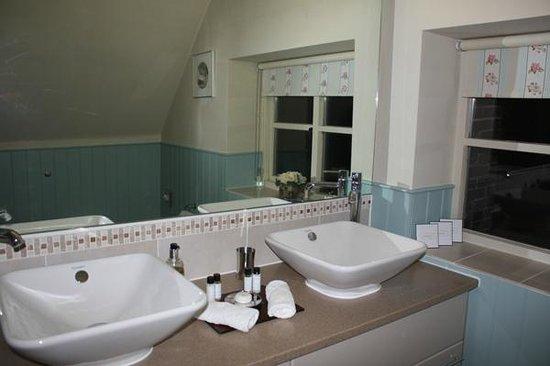 Colliers Farm B&B: Baño habitación piso superior