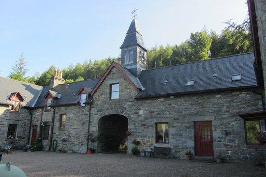 Braemore Square Country House: il cortile sul retro