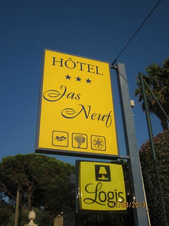 Jas Neuf Hotel: The hotel sign