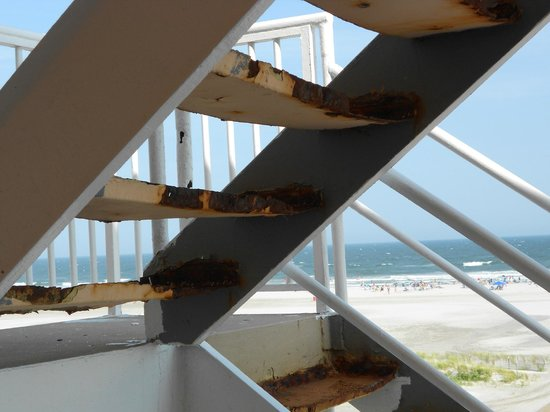 Madrid Oceanfront Condominiums: Stairs in emergency condition