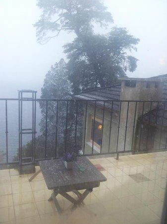 Luma Casa de Montana: Vista da varanda em final de tarde com neve