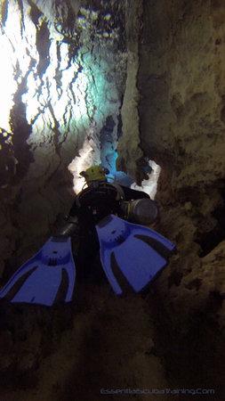 Essential Scuba Training: Swimming in underground cave