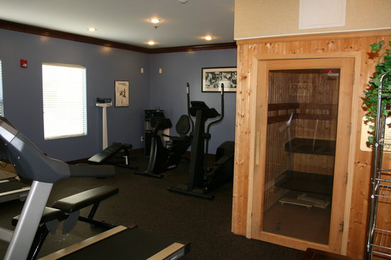 Country Inn & Suites Fayetteville - Ft. Bragg: Fitness Center with Sauna