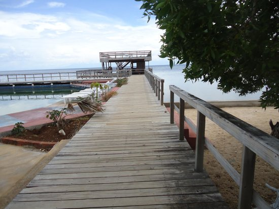 Coral View Beach Resort: The jetty