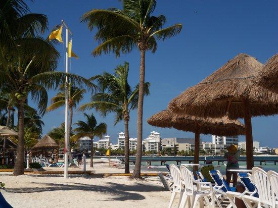 Aruba Marriott Resort & Stellaris Casino: BEACH SIDE