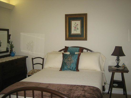 Featherstone at Thistlerock Ridge : 1st Bedroom