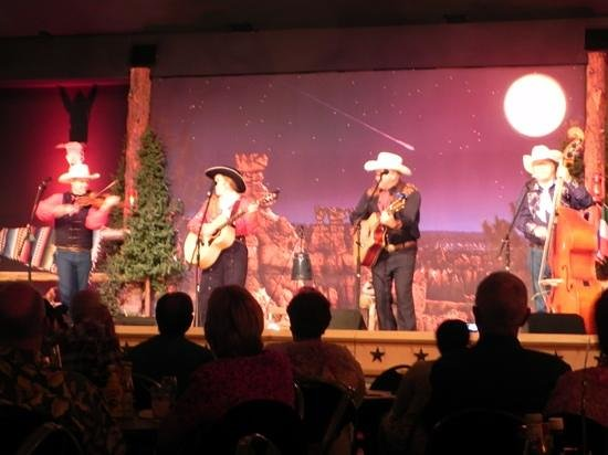 Ebenezer's Barn & Grill: great show